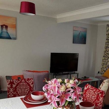 Rent this 5 bed apartment on Fieldfare Green in Luton LU4 0YB, United Kingdom