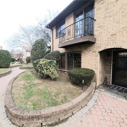 Rent this 3 bed condo on Jackson Ave in Scarsdale, NY