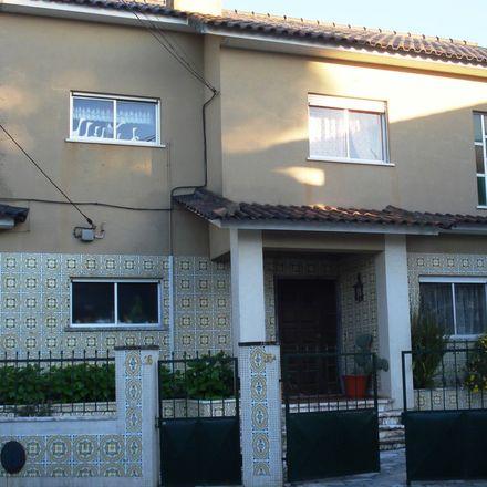Rent this 2 bed apartment on Rua Ramalho Ortigão in 2750-226 Cascais e Estoril, Portugal