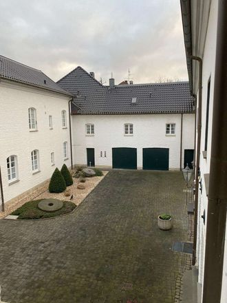 Rent this 3 bed apartment on Niersstraße 31 in 41189 Mönchengladbach, Germany
