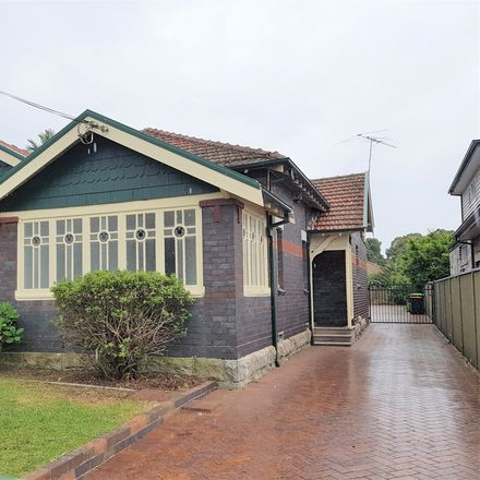 Rent this 4 bed house on 39 William Street