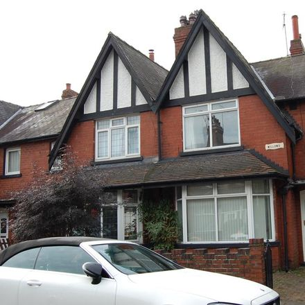 Rent this 3 bed house on Cross Flatts Row in Leeds LS11 7JR, United Kingdom