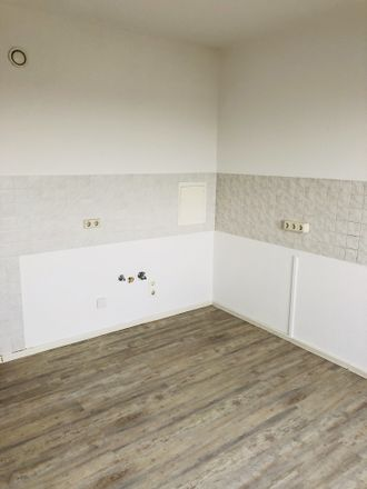 Rent this 3 bed apartment on Selliner Straße 40 in 04207 Leipzig, Germany