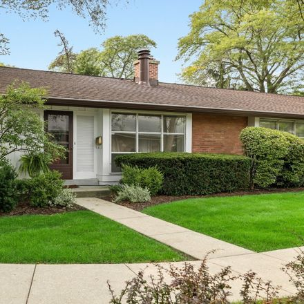 Rent this 2 bed townhouse on 300 Crestwood Village in Northfield, IL 60093