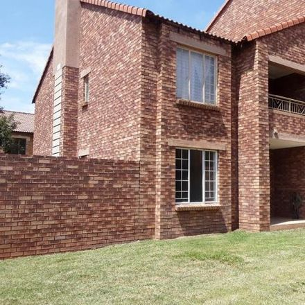 Rent this 2 bed apartment on 1st Avenue in Tshwane Ward 4, Akasia