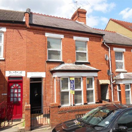 Rent this 3 bed house on Russell Rise in Luton LU1 5EU, United Kingdom