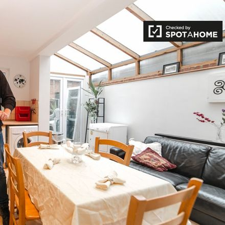 Rent this 4 bed apartment on Mendora Road in London SW6 7ND, United Kingdom
