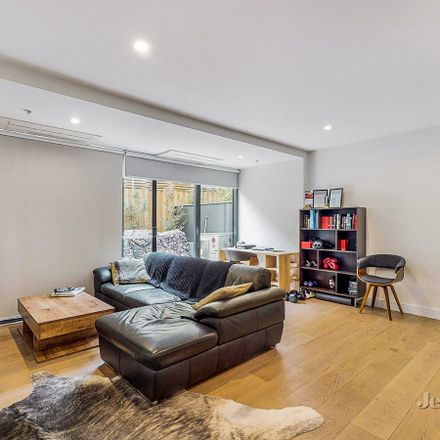 Rent this 1 bed apartment on 4/523 Dandenong Road