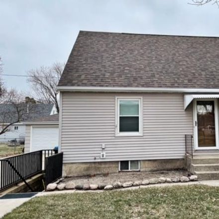 Rent this 3 bed house on 2215 4th Avenue North in Fort Dodge, IA 50501