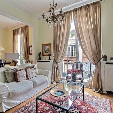 Rent this 3 bed apartment on 52 Avenue de Breteuil in 75015 Paris, France