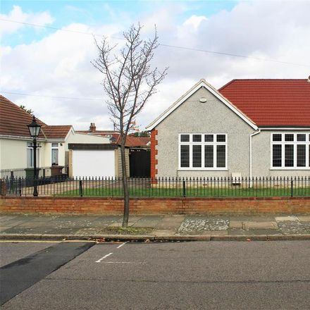 Rent this 3 bed house on Jenton Avenue in London DA7 4SN, United Kingdom