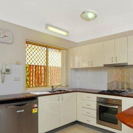 Rent this 3 bed townhouse on 2/3 Leamington Road