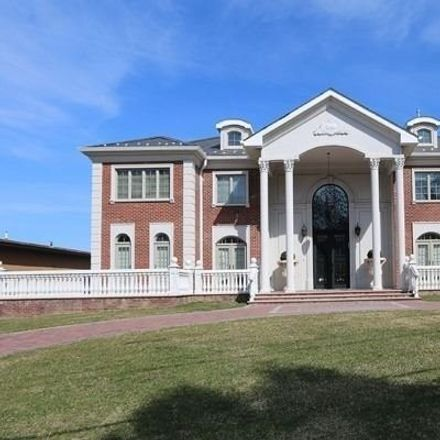 Rent this 5 bed house on 36 Shorecliff Pl in Great Neck, NY