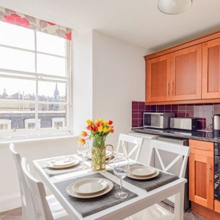 Rent this 3 bed apartment on 29-30 South Bridge in City of Edinburgh, EH1 1LL