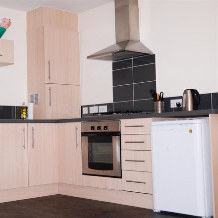 Rent this 2 bed apartment on Pines Court in Black Swan Close, Gedling NG5 3GB