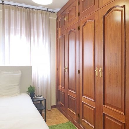 Rent this 5 bed room on Calle de Rocafort in 28001 Madrid, Spain