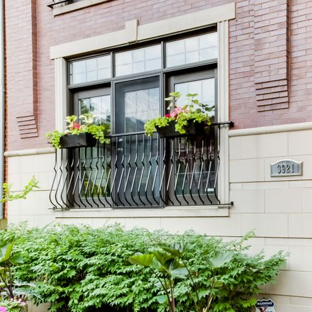 Rent this 5 bed condo on North Greenview Avenue in Chicago, IL 60613