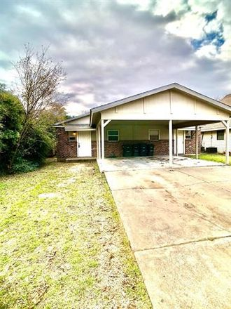 Rent this 2 bed duplex on 4917 Lovell Avenue in Fort Worth, TX 76107