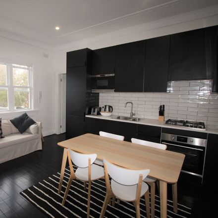Rent this 3 bed apartment on 12/131 Curlewis Street