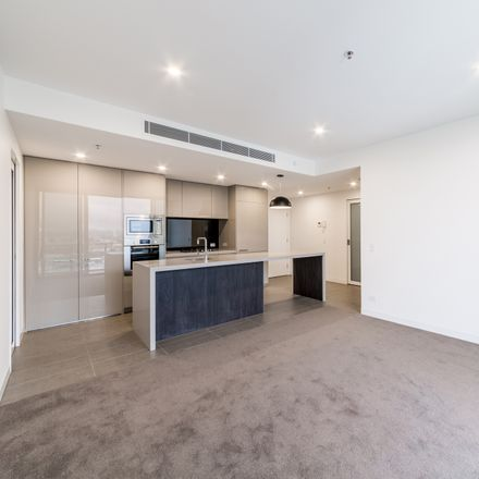 Rent this 3 bed apartment on 2006/855 Stanley Street