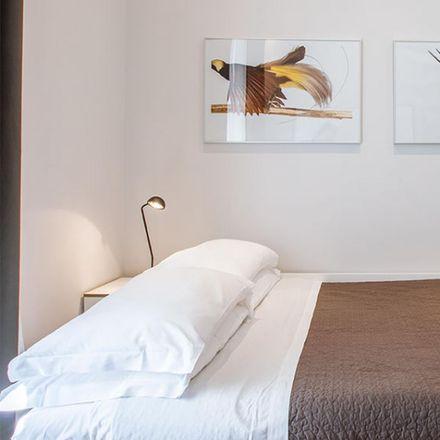 Rent this 2 bed apartment on Pizzeria L'Archetto in Via Germanico, 105