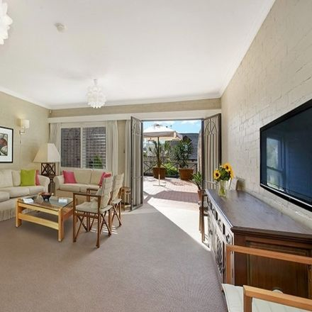 Rent this 3 bed house on 144 Oxford Street