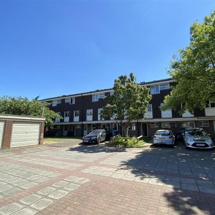 Rent this 3 bed apartment on 62 Wood Common in Welwyn Hatfield AL10 0UB, United Kingdom