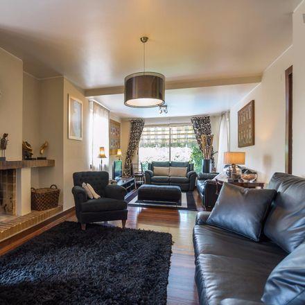 Rent this 4 bed apartment on Rua Cruz de Popa in 2645-449 Alcabideche, Portugal