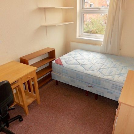 Rent this 5 bed house on Fleetwood Road in Leicester LE2 1YH, United Kingdom