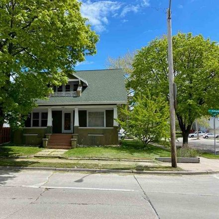Rent this 3 bed house on 529 South Ashland Avenue in Green Bay, WI 54303