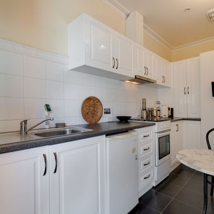 Rent this 2 bed apartment on 4/54-56 High Street