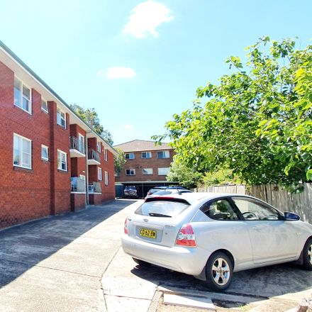 Rent this 2 bed apartment on 5/42 Grose St