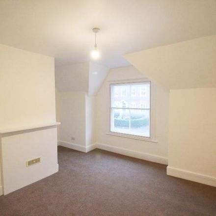 Rent this 3 bed house on High Street in Sevenoaks TN16 1HS, United Kingdom