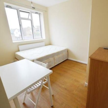 Rent this 3 bed apartment on 6 Osborne Road in London N4 3SE, United Kingdom