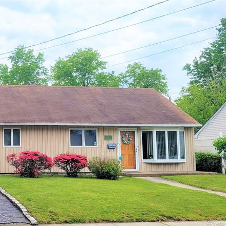 Rent this 3 bed house on 45 Jerold Street in Oyster Bay, NY 11803