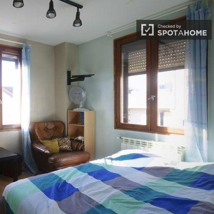 Rent this 7 bed room on 8 Allée Verne in 92170 Vanves, France