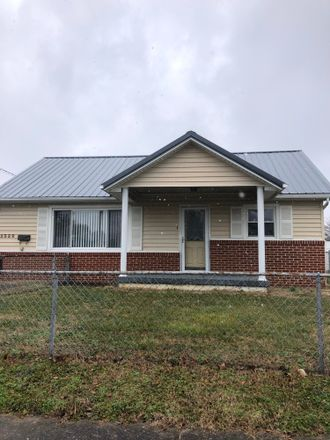 Rent this 3 bed house on Maxwell Avenue in Kingsport, TN 37664
