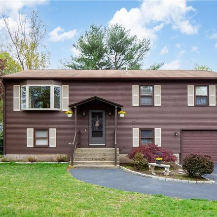 Rent this 3 bed house on 22 Marjorie Lane in Warwick, RI 02886
