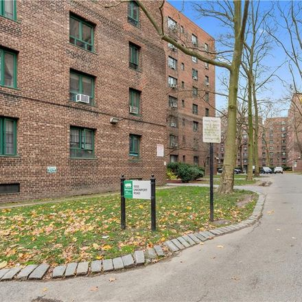 Rent this 2 bed condo on 1555 Unionport Road in New York, NY 10462