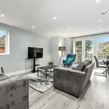 Rent this 3 bed apartment on Braywick Road in Maidenhead SL6 1DA, United Kingdom