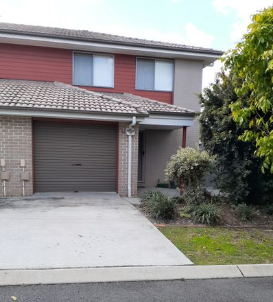 Rent this 3 bed townhouse on 56/99 Peverell St