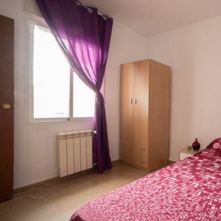 Rent this 2 bed room on La Cremallera in Calle de Parvillas Altas, 28001 Madrid