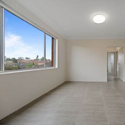 Rent this 2 bed apartment on 2/237 Bunnerong Road