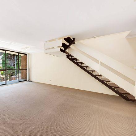 Rent this 3 bed apartment on 1/19 Birdwood Avenu