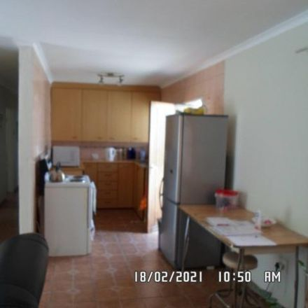 Rent this 3 bed apartment on Boundary Street in Maraisburg, Johannesburg