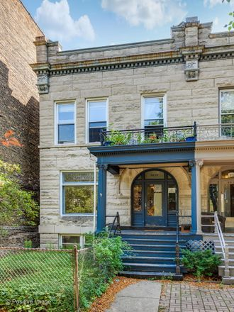 Rent this 3 bed townhouse on 3637-3639 North Greenview Avenue in Chicago, IL 60613