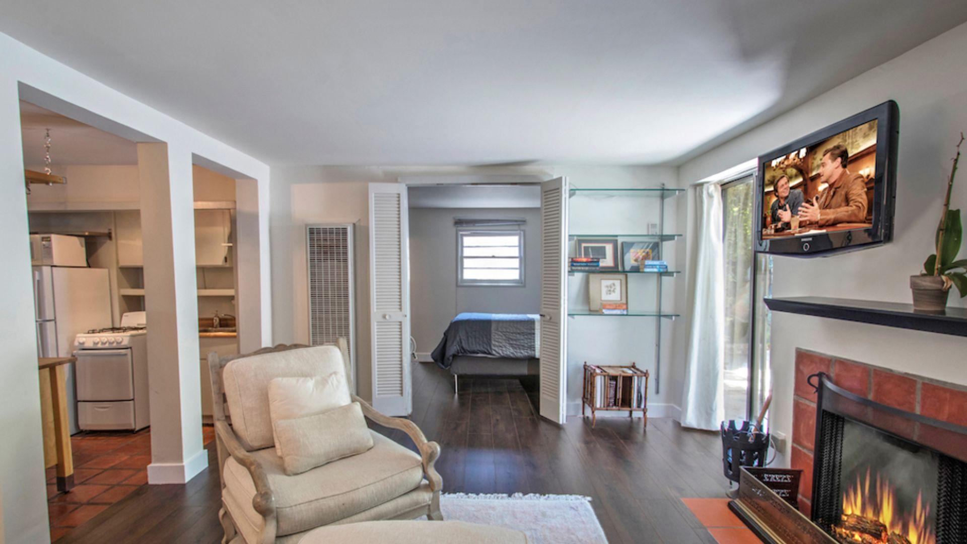 1 bed apartment at Ashcroft Ave, Los Angeles, CA, USA ...