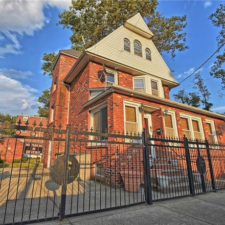 Rent this 5 bed townhouse on 2755 East 26th Street in New York, NY 11235