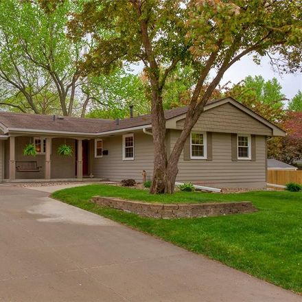 Rent this 3 bed house on 805 30th Street in West Des Moines, IA 50265