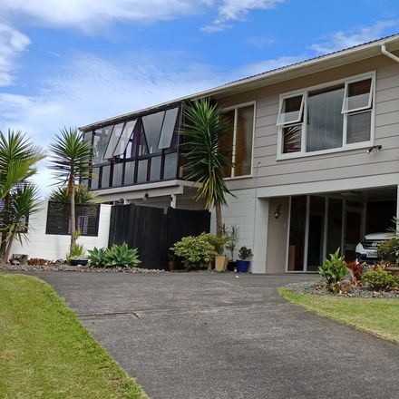 Rent this 3 bed house on Kaipatiki in Hillcrest, AUCKLAND